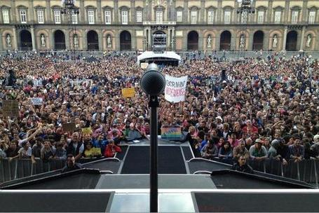 Bruce Springsteen performs 28-song show in a square in Naples, Italy on Thursday - Stan Goldstein | Bruce Springsteen | Scoop.it