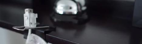 Une astuce pour que vos câbles tiennent en place sur votre bureau | 16s3d: Bestioles, opinions & pétitions | Scoop.it
