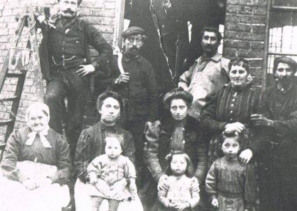 Le passage du photographe dans un petit village ardennais en 1911 - Histoire Généalogie - La vie et la mémoire de nos ancêtres | GenealoNet | Scoop.it