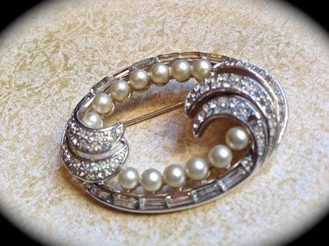Trifari pearl and rhinestone brooch   vintage jewelry   Scoop.it