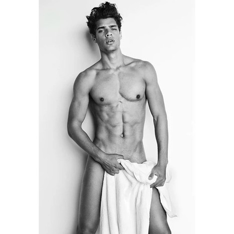 Lucas Loyola for Mario Testino's Towel Series | FlexingLads | Scoop.it
