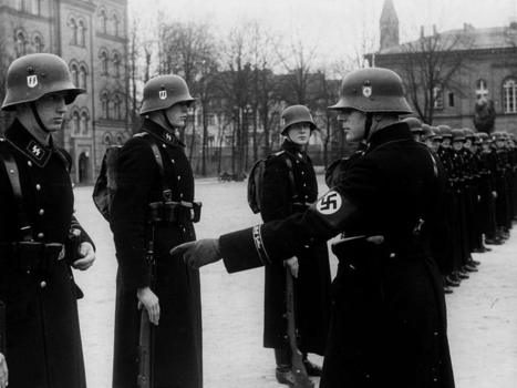 1st SS Panzer Division Leibstandarte SS Adolf Hitler, Berlin 1938. | Army photos, military photos, soldiers images, military images gallery | World War II News | Scoop.it
