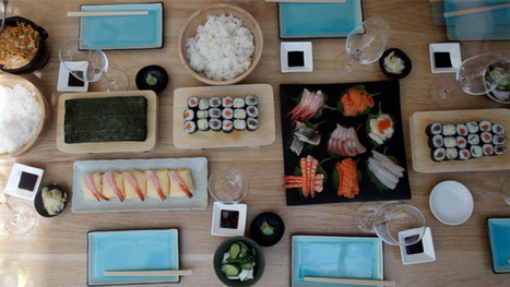 How to make sushi with friends - video | Travel Bites &... | Scoop.it