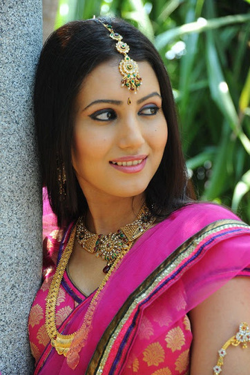 Anu Smriti Gorgeous Stills in Pink Bridal Saree and Makeup, Telugu Actress Stills | Indian Fashion Updates | Scoop.it