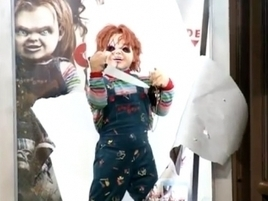 prankvertising Chucky Crashes Through Bus Shelters and Chases People With a Knife in  Crazy Ad Prank | Universaliss | Scoop.it