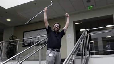 Golfer maakt 'onmogelijke' putt op kantoor | MaCuSa Sam | Scoop.it
