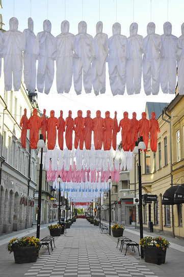 "Ai Weiwei: ""Think Different (How to hang workers' uniforms)"" 