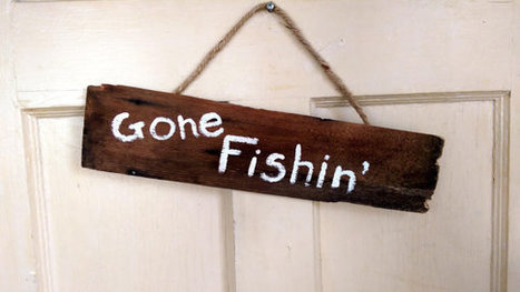 Gone Fishin' Recycled Antique Wooden Shingle Sign Door Hanger | Vintage Living Today For A Future Tormorrow | Scoop.it