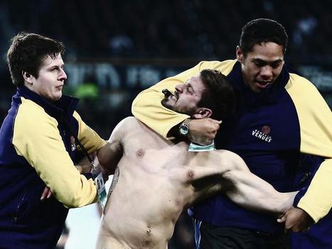 Streaker banned from Dunedin stadium | Scholarship PE - Violence in sport | Scoop.it
