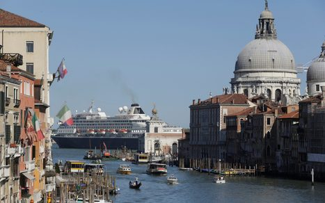Venetians deliver blunt message to tourists: 'You are ruining our city' | @FoodMeditations Time | Scoop.it