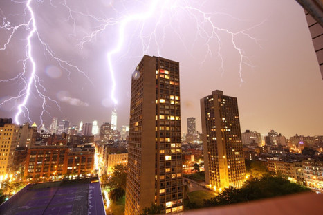 Unbelievable Shot Of Last Night's Thunderstorm Over NYC - Socks On An Octopus | Creatively Awesome | Scoop.it