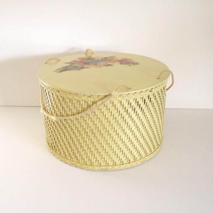 Vintage Wicker and Wood Sewing Box or Basket by RetroVintageBazaar | Antiques & Vintage Collectibles | Scoop.it