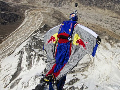 Is it a bird…Is it a plane…it's Russian flying man | NYL - News YOU Like | Scoop.it