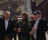 Illegal immigrant climbs border fence right in front of McCain and Schumer; <font color=red>Update:</font> Video added - Hot Air | Reforma Migratoria | Scoop.it