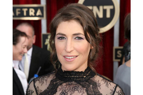 Mayim Bialik: Breastfeeding defender, obesity fighter (+video)