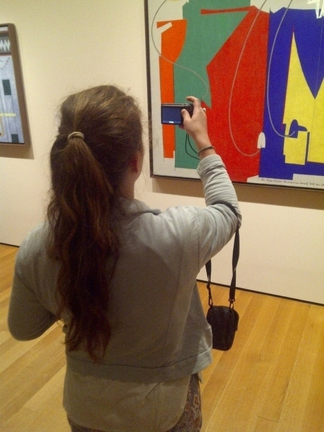 Community Post: 22 Pictures Of People Taking Pictures Of Art At The Museum Of Modern Art Paired With Quotes From Social Media Theorists Nathan Jurgenson And Robert Horning Somewhat Haphazardly Sele... | Web 2.0 et société | Scoop.it
