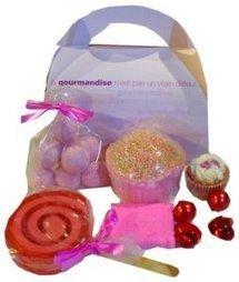 Coffret Cadeau Fraisy Box - Idée Cadeau - L'Accro du Bain   L'Accro du Bain boutique de produits pour le bain et savons gourmands:boule de bain, savons de Marseille,savon artisanal,cupcake de bain, savons cupcakes   Scoop.it