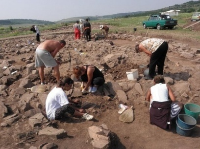 Bulgarian Archaeologists Rescue Thracian Treasure from Hwy Construction « archaeoinaction.info | archaeology | Scoop.it