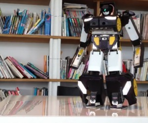 This 3D-printed robot walks, shoots, and transforms like an Autobot | This week in 3d printing | Scoop.it