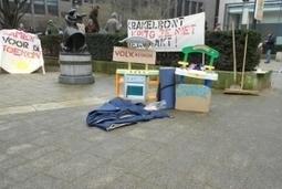 Villa Krakelbont protesteert erg ludiek tegen onterechte vernietiging van hunmateriaal | Occupy Belgium | Scoop.it