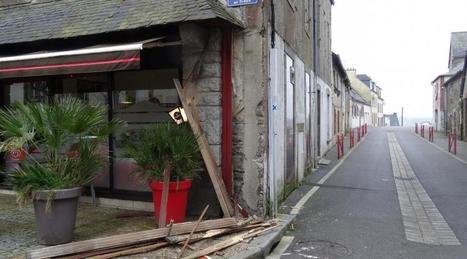 Carhaix : un camion provoque de sérieux dégâts place de la Mairie   Ma Bretagne   Scoop.it