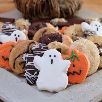 Halloween Goodies Tray with Pumpkin Whoopie Pies and Cookies Tray | Holiday Special | Scoop.it