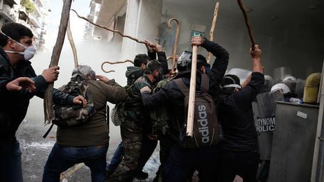 CNA: 800 agricultores griegos asaltan el Ministerio de Agricultura en Atenas + VIDEO | La R-Evolución de ARMAK | Scoop.it