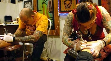 Tatuaggi e piercing: esperti lanciano l'allarme, rischio infezioni ed epatiti in un caso su quattro   Tattoo Tattoo Convention and more   Scoop.it