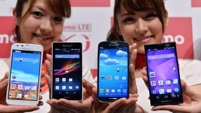 Smartphones outsell basic handsets worldwide   Mobile media   Scoop.it