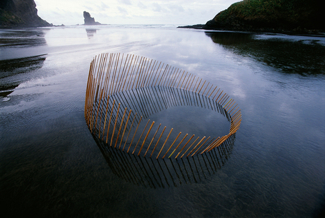Ephemeral Environmental Sculptures Evoke Cycles of Nature ... | Touching the Earth Lightly | Scoop.it
