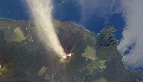 The Watchers - Plume rises from Ulawun volcano at Papua New ... | Nuevas Geografías | Scoop.it