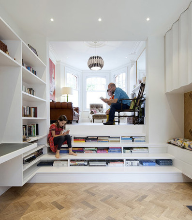 Zminkowska De Boise adds bookshelf-staircase to London flat | Espacios Reducidos | Scoop.it
