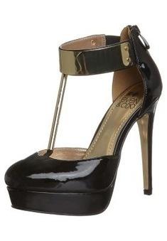 Aiutiamo Valentina a scegliere le scarpe? | Piedi di ragazze italiane | Scoop.it