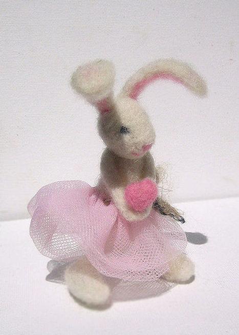 OOAK Easter Bunny, Needle Felted rabbit, art pocket toy, home decor, collectible | Needle felting art by Green Dot Creations' Studio! | Scoop.it