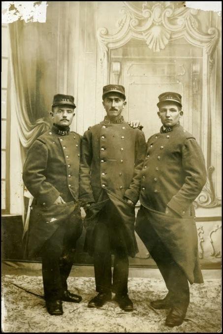 Représenter et se représenter la Première Guerre mondiale - chez le photographe, le décor. | GenealoNet | Scoop.it