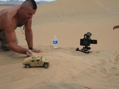 Using Toys and Forced Perspective to Get Professional, Low-Budget Visual Effects | GUIONISMO TEC | Scoop.it