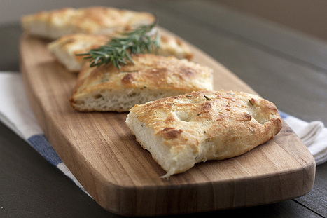 Rosemary Focaccia | The Man With The Golden Tongs Hands Are In The Oven | Scoop.it