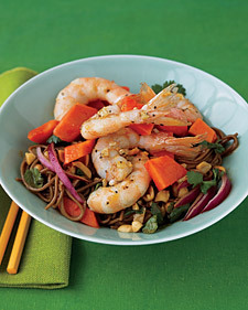 Papaya, Shrimp, and Soba Salad - Whole Living Eat Well | À Catanada na Cozinha Magazine | Scoop.it