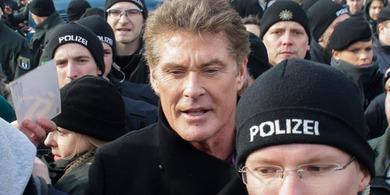 David Hasselhoff sings to save Berlin Wall - New Zealand Herald | David Hasselhoff News | Scoop.it
