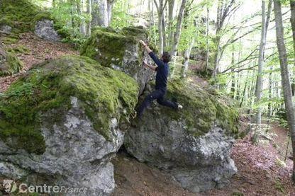 Un nouveau site de blocs d'escalade en pleine nature à Velzic | Neige et Granite | Scoop.it
