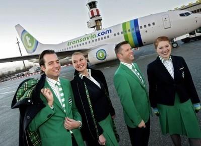 Dure grap: Transavia wijzigt opnieuw naam en kleuren, maar zal dat meer passagiers trekken? | Huisstijl | Scoop.it