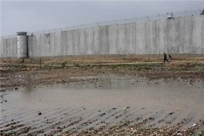 Local official: 8 years on, wall keeps farmers from land | Maan News Agency | Occupied Palestine | Scoop.it