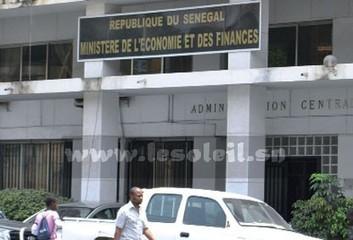 Bus brulés, vols de plaques, téléphone au bureau :  Quand les Sénégalais abusent du Bien public | Taxi conventionné idf | Scoop.it
