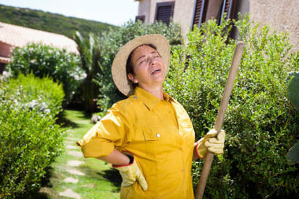 5 Tricks to Avoid Lower Back Pain Due to Yard Work | Best Bed And Mattress For Back Pain | Scoop.it