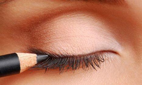 Utilizar el delineador muy cerca del ojo produce síntomas | Salud Visual 2.0 | Scoop.it