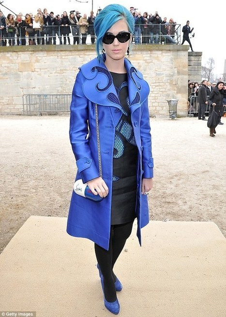 Katy Perry clashes her blue hair with an eye-catching coat at Paris Fashion Week | Ultratress | Scoop.it