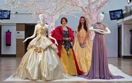 EN IMAGES. Disney vend aux enchères ses robes de princesses griffées | Global hot news | Scoop.it