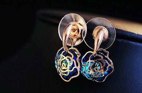 Pierced Rose Swarovski Crystal Earrings - DearyBox | Jewellery On-line Boutique Shop | DearyBox.co.uk | Women's Earrings | Scoop.it