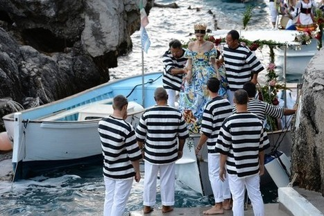 At this fashion show, guests chose seats or pillows among the rocks, some sprayed by sea waves. | Fashion Supply Chain Leaders | Scoop.it