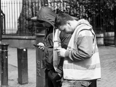 The Death Of Conversation: Photographing People Obsessed With Their Phones   Docencia e investigación académica   Scoop.it